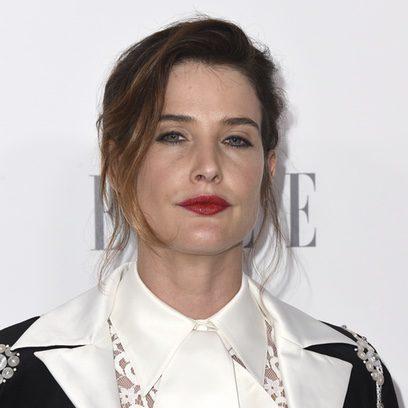Cobie Smulders con ojos tristes en los premios ELLE Women en Hollywood