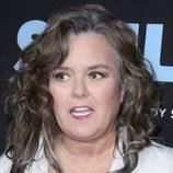 Rosie O'Donnell despelujada en la premiere de 'Smilf'
