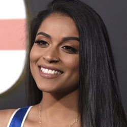Lilly Singh muy mal maquillada en la alfombra roja del  documental 'Demi Lovato: Simply Complicated'