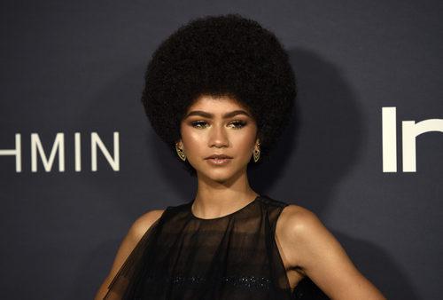 Zendaya con pelo afro en la ceremonia de Premios In Style en Los Ángeles