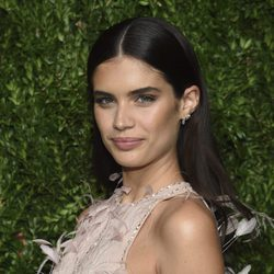 Sara Sampaio presume de ojos en la Gala CFDA Vogue Fashion Fund