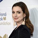 Anne Hathaway en los premios 68 de National Book en Nueva York