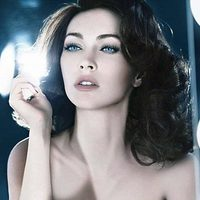 Megan Fox en la campaña publicitaria de Armani Cosmetic 2011 con un look estilo Elizabeth Taylor