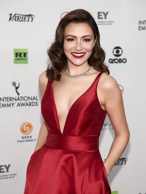 Italia Ricci con un look muy hollywoodiense en los premios Emmy internacionales en Nueva York