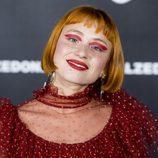 Miranda Makaroff lleva al extremo la tendencia del eye-shadow a color en el 25 aniversario de Calzedonia