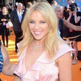 Kylie Minogue en el estreno de 'Swinging Safar' con un look muy natural