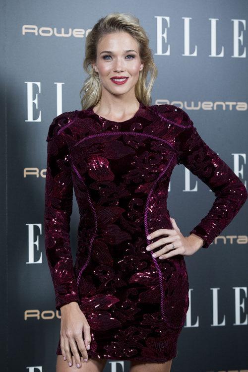 Patricia Montero con un vestido color ciruela en Elle Christmas Party en Madrid