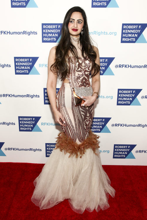 Mr Mahra Lutfi posando en los premios Ripple of hope en Nueva York