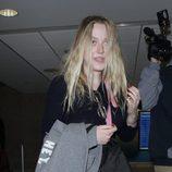 Dakota Fanning con un aspecto desaliñado en el aeropuerto de Los Ángeles