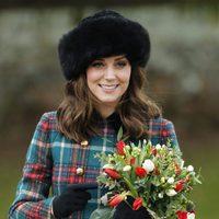 La Duquesa de Cambrige con un gorro de estilo ruso para la comida de Navidad