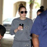 Jennifer Lopez con mala cara por la ciudad de Los Ángeles