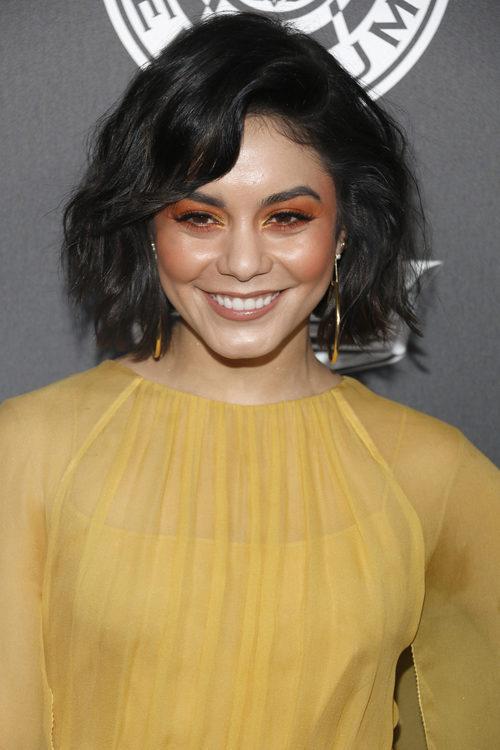 Vanessa Hudgens con maquillaje de tonos naranjas en la gala TAOE Heaven 2018