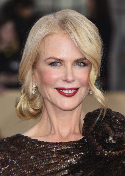 Nicole Kidman con un recogido bajo a un lado