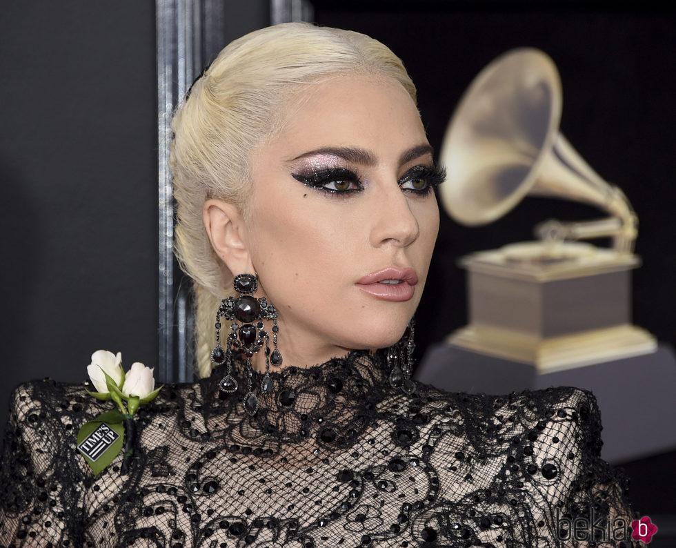 Lady Gaga con sombra de ojos brillante