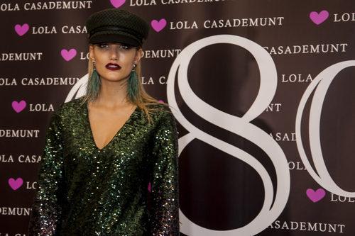 Alba Carrillo con un pintalabios morado