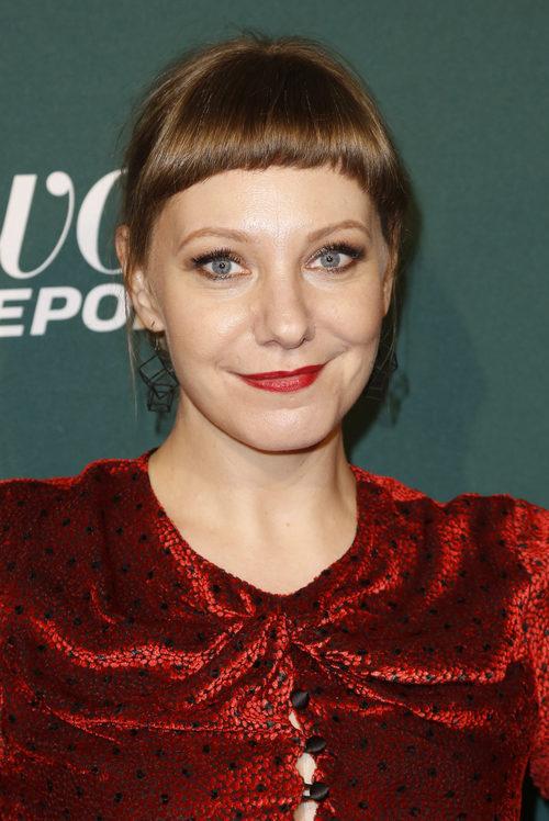 Emily V. Gordon con un peinado recogido en los premios Hollywood Reporters