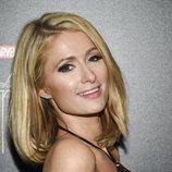Paris Hilton con mega pestañas en un visionado especial de 'Black Panther'