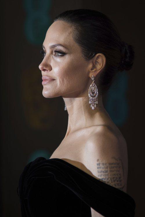 Angelina Jolie con un beauty look perfecto en los Premios Bafta