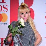 Paloma Faith con un delineado de ojos negro en los Brit Awards 2018