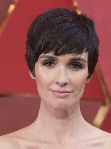 Paz Vega con un maquillaje natural y el pelo corto en los Oscar 2018