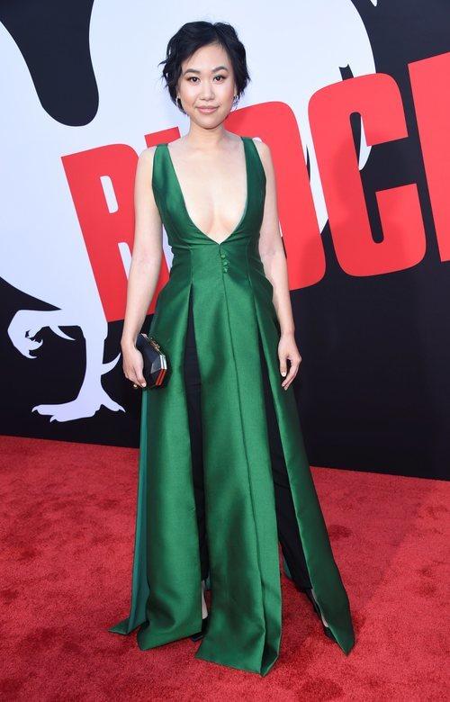 Ramona Young con el pelo corto en la premiere de 'Blockers' en Los Ángeles 2018
