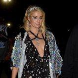 Paris Hilton con un look muy brillante en Coachella Valley Music and Arts Festival 2018
