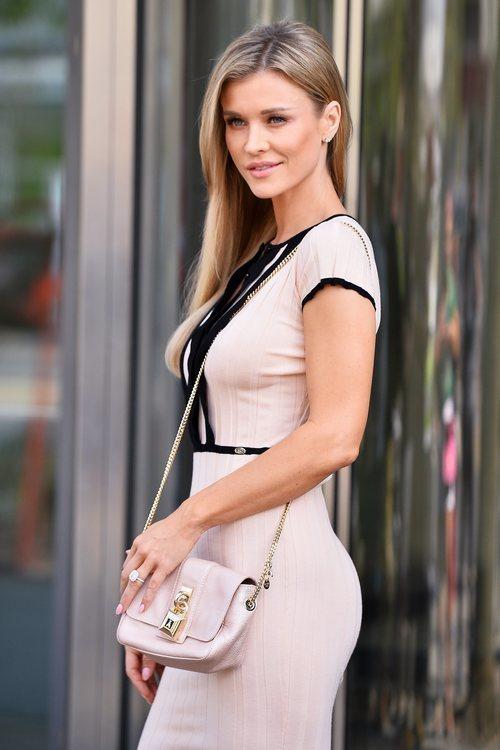 Joanna Krupa  con un look en tonos pastel en Los Ángeles 2018
