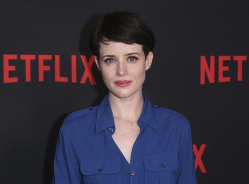 Claire Foy con el pelo corto en la promoción de 'La corona' patrocinada por Netflix 2018