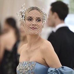 Diane Kruger con una redecilla blanca en la Gala MET 2018