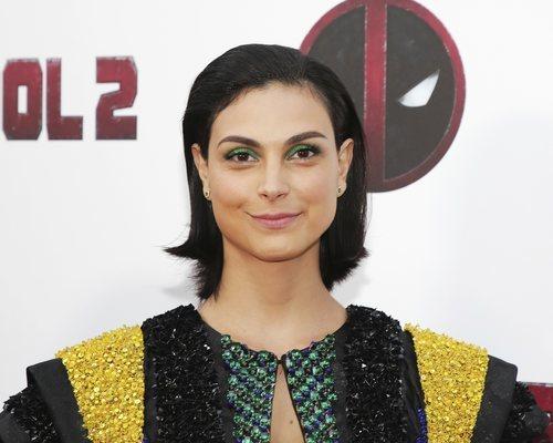 Morena Baccarin con unas sombras en color verde en la premiere de 'Dearpool 2' en Nueva York 2018