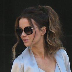 Kate Beckinsale con una elegante coleta en su visita a Cape Town