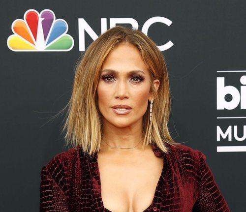 Jennifer Lopez posa con una media melena en los premios Billboard 2018