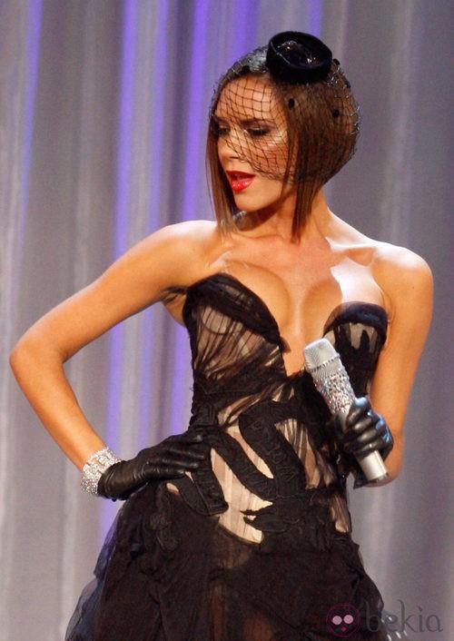 Victoria Beckham con corte tipo bob oscuro