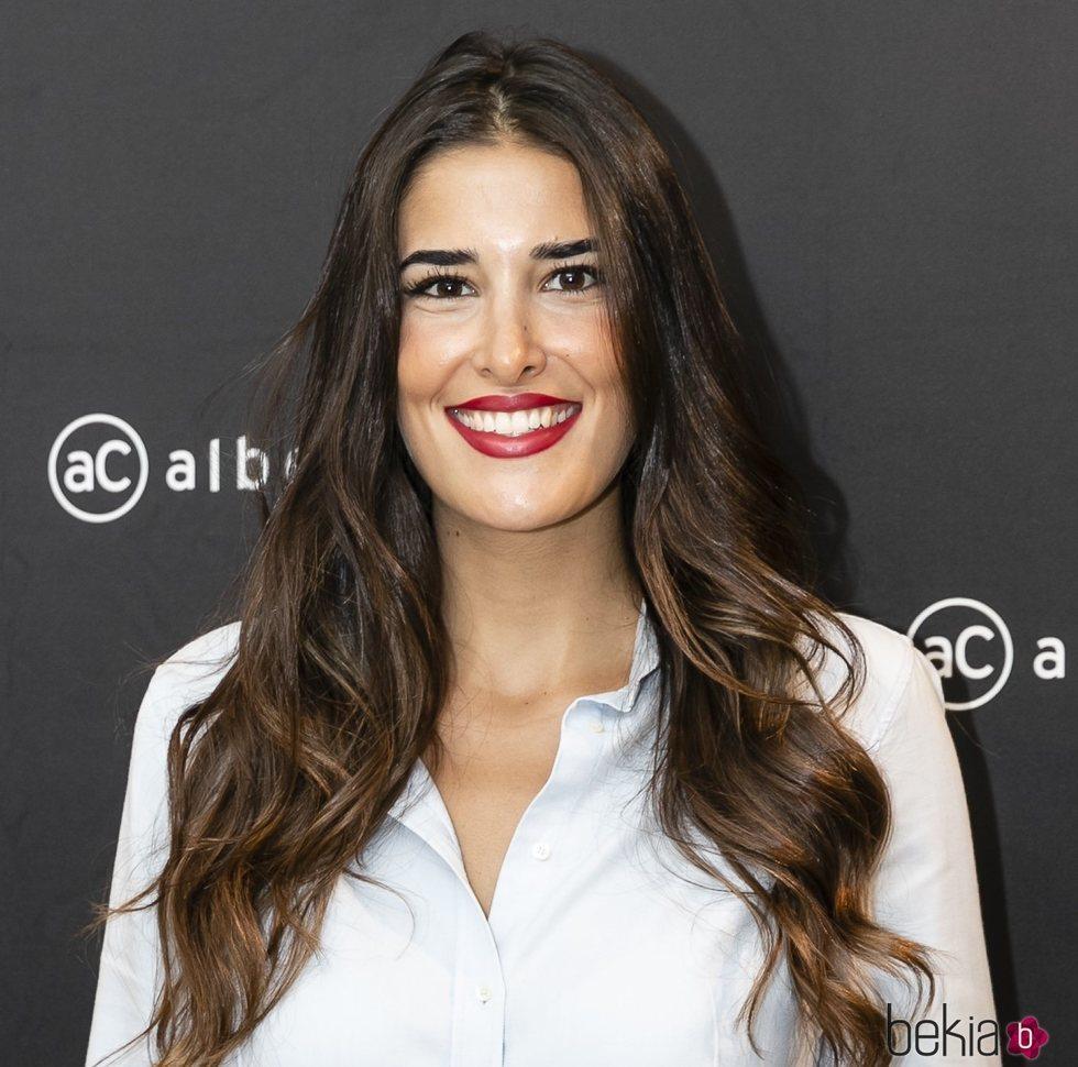 Lidia Torrent con el cabello ondulado en la presentación de nuevos tratamientos de Alberto Cerdan y la Dra Mercedes Quintilla 2018