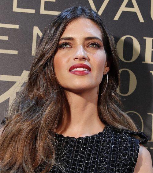 Sara Carbonero con un labial rojo en un evento de L'Oréal 2018
