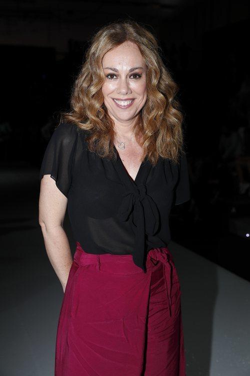 Raquel Martos con el cabello ondulado en el desfile de Ulises Merida en Madrid Fashion Week 2018