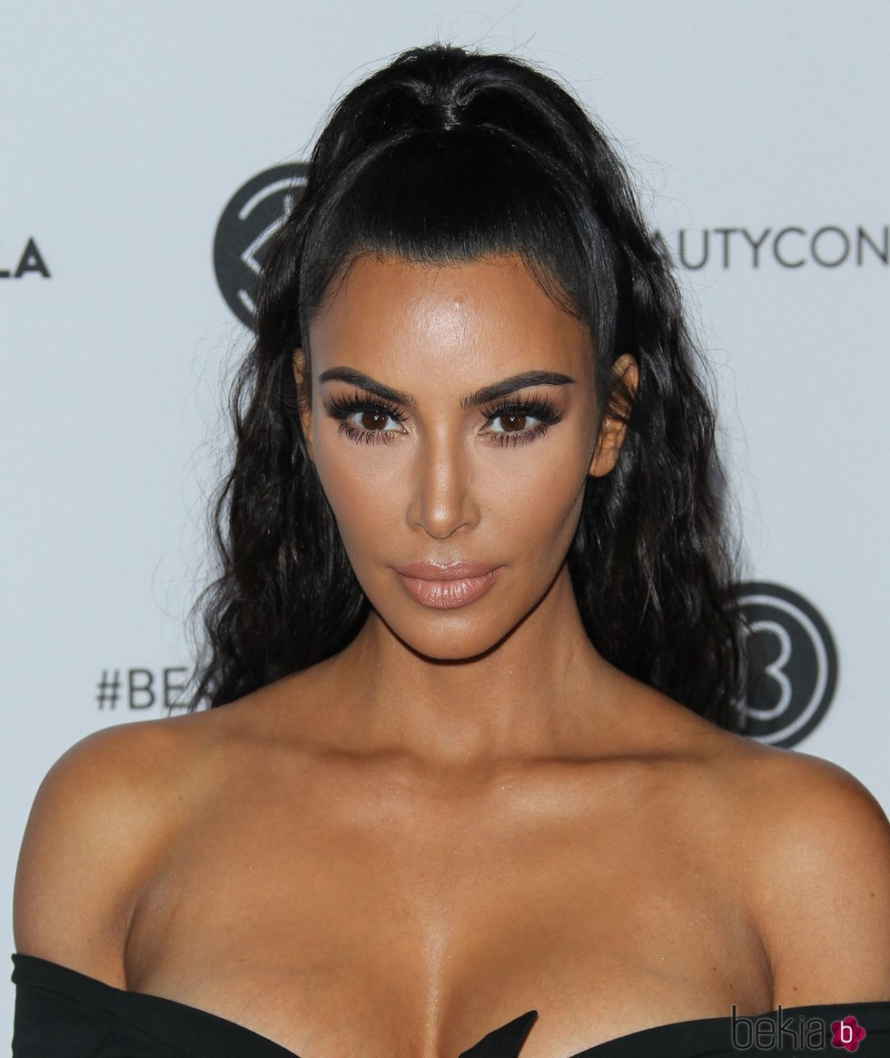Kim Kardashian Con Un Maquillaje En Tonos Nude En La Fiesta