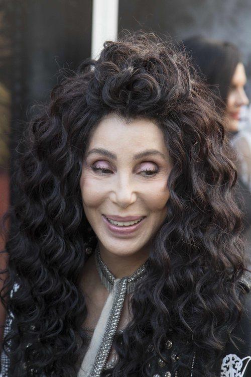 Cher con el cabello ondulado en un evento de animales en Londres 2018