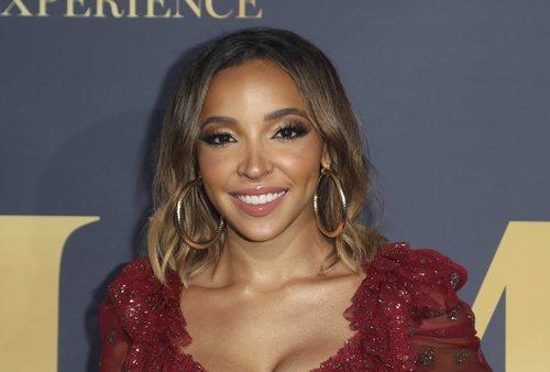 Tinashe con un maquillaje en tonos marrones en la fiesta Maxim Hot 100 Experience 2018