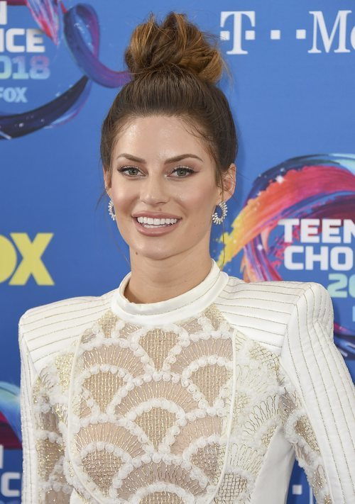 Hannah Stocking con un labial nude en los Premios Tenn Choice 2018