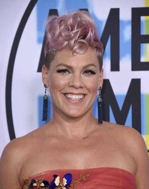 Pink con su peinado hortera en los American Music Awards 2018