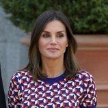 La Reina Letizia recibiendo al Presidente de Chile con una melena muy natural