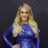 Carrie Underwood con un maquillaje natural y una sonrisa radiante