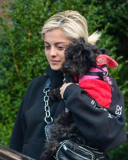 Bebe Rexha sale a la calle sin maquillar