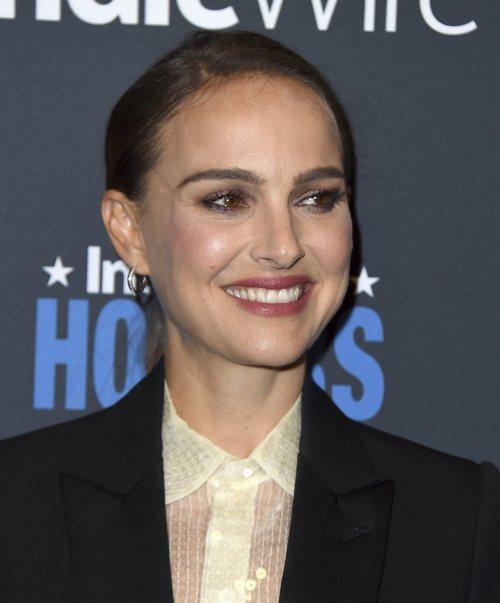 Natalie Portman posa con un recogido bajo