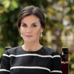 La Reina Letizia opta por un recogido sencillo en su visita a Perú