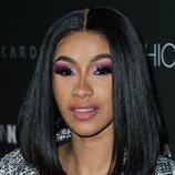 Cardi B luce un maquillaje extravagante en su fiesta de lanzamiento con Fashion Nova