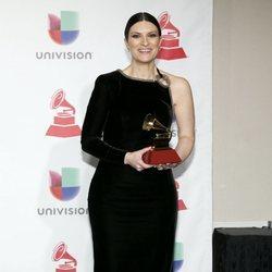 Laura Pausini luce un recogido bajo en los Grammy Latinos 2018