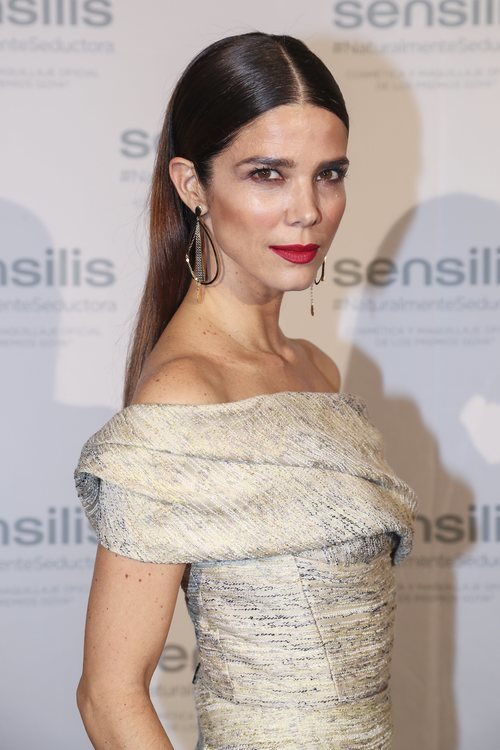 Juana Acosta luce un peinado ultraliso elegante en la presentación de Senselis