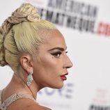 Lady Gaga luce un recogido muy exagerado en los Premios Cinematheque 2018